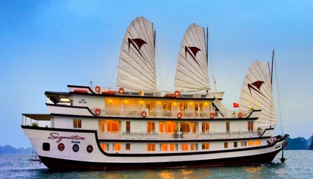 Du thuyền tại Hạ Long